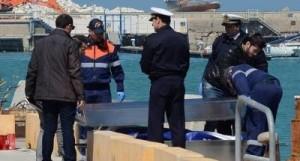 L'arrivo della salma in porto (Foto il Gazzettino di Puglia)