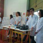 1 Gli studenti impegnati nella dimostrazione degli output di progetto