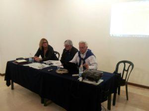 Il Presidente dell'Associazione Vittorio Farella con accanto il prof. Franco Fanizzi e Rosa Macchia